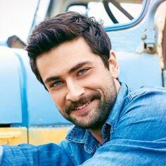 Turkish Men, Turkish Actors, Group Photo Poses, Beautiful Men, Beautiful Pictures, Dimples, Tuna, Gentleman, Handsome