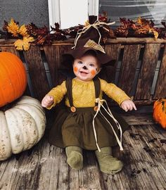 baby halloween costumes Happy H - halloweencostumes Photo Halloween, Fröhliches Halloween, Baby Girl Halloween Costumes, Baby Scarecrow Costume, Babys 1st Halloween, Halloween 1st Birthdays, Diy Baby Costumes, Halloween Quotes, Photographie D' Halloween