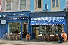 maison bertaux - 28 Greek Street, Soho london's oldest patisserie, established in 1871. A fantastic place for a delicious breakfast combined with my love of architecture. #LondonMoments