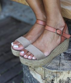 Give yourself a lift with a comfortable flat-form! We love this style with all things spring. #solastyle #austinstyle #atx
