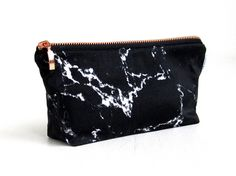 Perfect gift for sister. A bag in marble look with a zipper made of copper. Make-up bag, pencil case or etui – a unique product by renna-deluxe via en.DaWanda.com