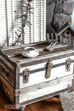 **porch idea** The perfect little black, white and rust trunk sidetable on… Wooden Trunks, Old Trunks, Vintage Trunks, Trunks And Chests, Vintage Suitcases, Antique Trunks, Paint Furniture, Furniture Projects, Furniture Makeover