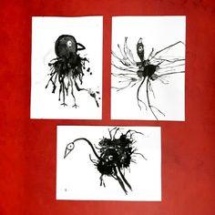 """Bestimmt kennt ihr den Künstler Hans Langner, der sich selbst """"Birdman"""" nennt. Inspiriert von einigen seiner """"Black Bird""""-Bilder, welche wir genau betrachteten, gestaltete die 3. Klasse eigene Vögel. Dazu nutzten die Kinder lediglich schwarze Malkastenfarbe und die Pustetechnik (mit Strohhalm). Interessant zu sehen war, welche Elemente eines Vogels sie in ihren Klecksen entdeckten und für die Gestaltung nutzten. #grundschule #grundschulalltag #grundschulunterricht #grundschullehramt #kunst…"""