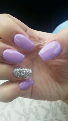 """Purple lilac and sparkles on the ring finger ♡ Lilas mauve et scintille sur l'annulaire ♡ # """"acrylique"""". Purple And Silver Nails, Light Purple Nails, Black Gel Nails, Purple Glitter Nails, Purple Acrylic Nails, Purple Lilac, Purple Sparkle, Purple Wedding Nails, Lilac Hair"""