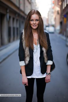 Spice up the look of your blazer by wearing a fur vest over it. Puuuuuurfect with skinny jeans a dressy flat or boots