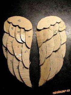 Andělská křídla z kartonového papíru Angel Wings Painting, Diy Angel Wings, Angel Wings Wall Decor, Diy Wings, Angel Art, Cardboard Crafts, Paper Crafts, Diy Home Crafts, Arts And Crafts