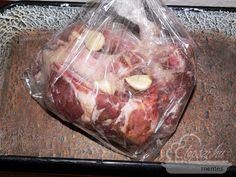 fokhagymás sült oldalas Food 52, Meat Recipes, Steak, Bacon, Pork, Beef, Cooking, Hungarian Recipes, Bedroom