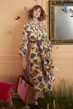 Etro Resort 2019 collection, runway looks, beauty, models, and reviews.