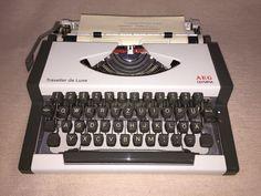 Mechanische Schreibmaschine AEG-Olympia Traveller de Lux portable typewriter