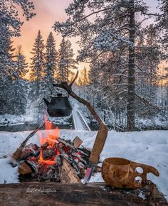 *🇫🇮 Winter campfire (Finland) by Asko Kuittinen ❄️ Bushcraft Camping, Camping Survival, Outdoor Survival, Wilderness Survival, Winter Camping, Camping And Hiking, Camping Life, Camping Glamping, Backpacking
