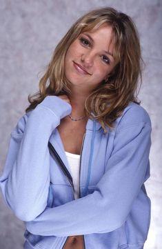 Go Britney Spears Pics - Gray Backdrop Photoshoot 1998 Pictures Britney Spears 1998, Britney Spears Images, Nelly Furtado, Britney Jean, 2000s Fashion, Celebs, Celebrities, Sexy, Celebrity Style