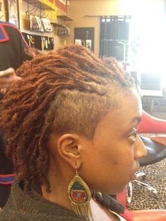 Shoulder Length Feed In Braid Dreadlocks - Haarschnitt Ideen Short Locs Hairstyles, Shaved Side Hairstyles, New Natural Hairstyles, Natural Hair Styles, Short Hair Styles, Dreadlock Styles, Dreads Styles, Braid Styles, Undercut Designs