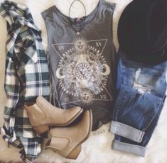 23 Awesome Grunge Outfits Ideas for Women 23 Awesome Grunge ideas outfits. From boots, to shorts, to accessories. Everything you'll need to pull off that grunge style. Hipster Outfits, Grunge Outfits, Casual Outfits, Hipster Clothing, Rock Outfits, Emo Outfits, Batman Outfits, Cowgirl Clothing, Cowgirl Fashion
