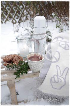 """""""Stephanie warm grey"""" von GreenGate und Kuscheldecke von Pad...alles perfekt füe einen schönen Wintertag... www.landlust2.de"""