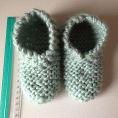 """Det første indlæg til """"sy til din baby"""" bliver et strikkeprojekt som har ligget på trapperne i en uges tid. Jeg har nemlig fået to forespø... Baby Barn, Wrist Warmers, Drops Design, Baby Knitting Patterns, Kids And Parenting, Baby Room, Knit Crochet, I Am Awesome, Baby Shoes"""