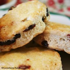 Gooseberry Patch Recipes: Aunt Pearl's Breakfast Scones from Hometown Christmas Cookbook