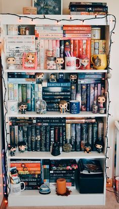 """""""I have always imagined that Paradise will be a kind of library."""" ♡ """"I have always imagined that Paradise will be a kind of library. I Love Books, Books To Read, École Harry Potter, Funko Pop Display, Deco Paris, Bookshelf Inspiration, Dream Library, Bohemian Living, Book Memes"""