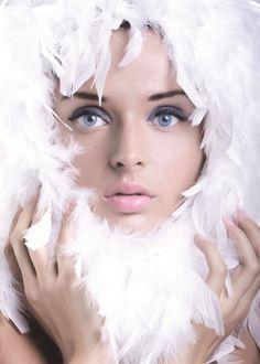 Nos couettes sont garnies des meilleurs duvets et plumes sélectionnés dans les régions les plus froides du globe. Toutes nos matières premières sont neuves (pas de recyclage) et sont sélectionnées en fonction de la norme DIN : EN 12934. Nous garantissons par nos propres contrôles et ceux réalisés par des organismes officiels neutres que la plumaison des duvets se fait dans les règles de la protection animale. Duvet d'oie de Hongrie, duvet d'oie de Mazurie, duvet d'oie de Sibérie ou même…