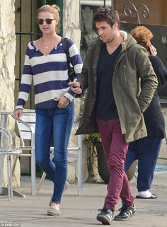 Taking a break: The co-star couple made the most of a break from filming Revenge by grabbing a bite to eat in Los Feliz, California