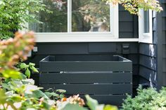 Garden Hacks: 10 Genius Ideas to Hide the Air Conditioner - Gardenista No one wants to see your air conditioner unit. But how do you hide a big, ugly box that calls constant attention to itself with a persistent low humming so Hedges, Fresco, Hacks, Michigan, Air Conditioner Cover, Genius Ideas, Leaving New York, Gravel Patio, Patio Layout