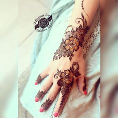 Only great minds can afford simple styles Eid henna bookings closed Thank you so much for all your overwhelming love and response You can still buy my %natural fresh henna Cones Whatsapp for more details Latest Henna Designs, Floral Henna Designs, Basic Mehndi Designs, Finger Henna Designs, Arabic Henna Designs, Mehndi Designs For Beginners, Mehndi Designs For Girls, Mehndi Design Photos, Mehndi Designs For Fingers