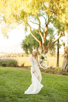 Boho Chic Meets Vintage Glam for an Elegant Winery Wedding | Mike Larson Photography | http://heyweddinglady.com/vintage-winery-wedding-shoot-champagne-gold/