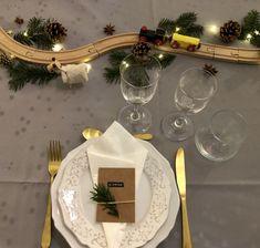 Christmas Room, Christmas Baby, Christmas Holidays, Merry Christmas, Christmas Table Settings, Christmas Decorations, Christmas Ornaments, Xmas Dinner, Decoration Table