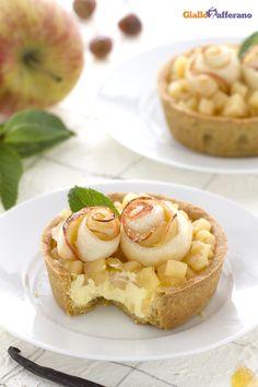 Le crostatine con composta di #mele (tartlets with apple compote) sono delle raffinate tortine al cucchiaio da mangiare con gli occhi! #ricetta #GialloZafferano #italianfood #italianrecipe