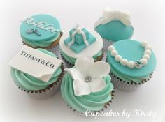 Another cute idea for cakes. Beautiful Cakes, Amazing Cakes, Tiffany Cupcakes, Party Themes, Theme Parties, Party Ideas, More Cupcakes, Halloween Queen, Love Cake