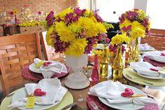 Arranjo de flor amarelo e rosa