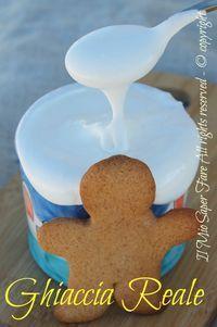 Ghiaccia reale per decorare i biscotti di Natale ricetta facile e veloce. Una densa glassa giusta per decorare torte, cupcake e gli omini in pan di zenzero