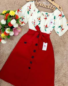 A imagem pode conter: pessoas em pé Long Skirt Fashion, Frock Fashion, Fashion Dresses, Cute Casual Outfits, Pretty Outfits, Casual Dresses, African Inspired Clothing, Sneaker Outfits Women, Girls Fashion Clothes