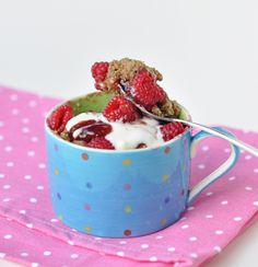 1 small banana- mashed 3 tbs oat flour 3 tbs LSA (ground linseed, sunflower seed, almond) you could just sub ground almonds here 1/2 tsp baking powder and 1/4 tsp baking soda 3 tbs fruit juice of choice 4 drops stevia handful of berries- for topping optional: spices, yoghurt, drizzle, toppings...
