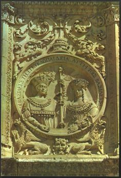 Postcard showing the medallion of Los Reyes Catóticos (Ferdinand and Isabella) at the main entrance (plateresque facade) to the University of Salamanca (Spain).