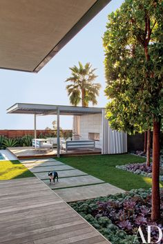 A Southern California Oceanfront Residence Becomes a Modernist Dream House Photos | Architectural Digest