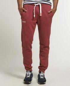 Los pantalones sport se han puesto de moda en las últimas temporadas para looks relajados