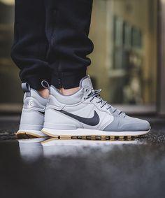 Nike Internationalist Utility: Wolf Grey/Anthracite-Cool Grey-Black