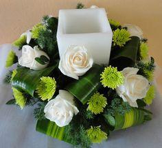 2.- Centro de mesa con vela cuadro en el centro, hojas maizeras y yokos verdes