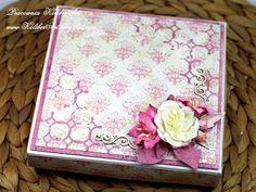 Z bukietem kwiatów na ślub