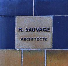 Henri Sauvage (1873-1932) - H. SAUVAGE ARCHITECTE Building Plaque. Pottery Tile. Circa 1815-1820. Henri Sauvage, Art Decor, Home Decor, Art Nouveau, Tile, Pottery, Building, Design, Architects