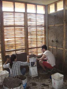 Voluntários constroem centro comunitário com barro e junco em Guadalajara, México,Processo Construtivo. Imagem © Pedro Bravo, Sofia Hernández, Francisco Martínez