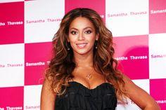 Beyonces long wavy hairstyle