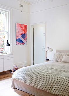 Een groot tweepersoonsbed is mijn droom, na jarenlang op kot in een klein eenpersoonsbed te hebben geslapen. Ik droom van een ruim bed, met veel kussens, en lakens in een lichte kleur.