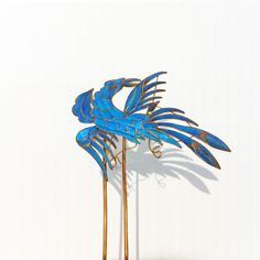 KINGFISHER FEATHERS  Hairpin, China, 19th c., kingfisher feather, sheet gold, silver and brass. Courtesy Museum der Kulturen Basel collection.