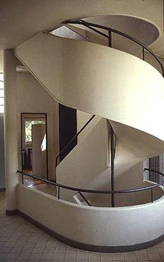Le Corbusier's Villa Savoye on the outskirts of Paris -   82, Rue de Villiers  78300 Poissy