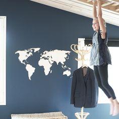puinen maailmankartta – papurino sisustus Scandinavian Interiors, Lassi, Home Decor, Decoration Home, Room Decor, Scandinavian Home Interiors, Interior Decorating