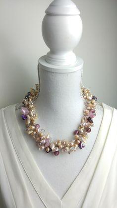Birdie Accessoires & Zo - Feestelijke Beige oud roze zoetwaterparels, edelsteen kristal en glaskralen ketting