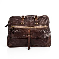 Designed and manufactured in Italy from some of Tuscany's most prestigious tanneries, the Campomaggi Dark brown Messenger Bag uses a vegetable tanning process to create a unique style. Two main zipper