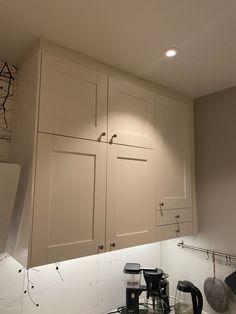 Frontar til kjøkken. Ikea savedal   FINN.no Ikea Kitchen, Kitchen Cabinets, Inspiration, Home Decor, Houses, Ikea Galley Kitchen, Biblical Inspiration, Cuisine Ikea, Decoration Home