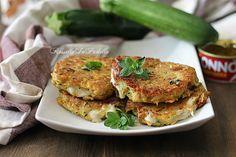 Cotolette di zucchine e tonno, una ricetta veloce con le zucchine. Croccanti e filanti cotolette con zucchine grattugiate e tonno cotte in padella